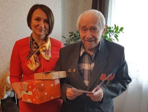 Ветеранам вручили подарки от имени Александра Левинталя накануне Дня Победы