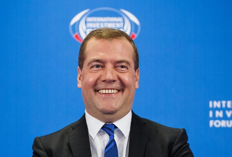 Правительство Медведева внесло в Госдуму законопроект о повышении пенсионного возраста по самому жесткому сценарию