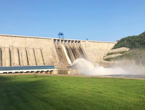 Бурейская ГЭС начала водосброс