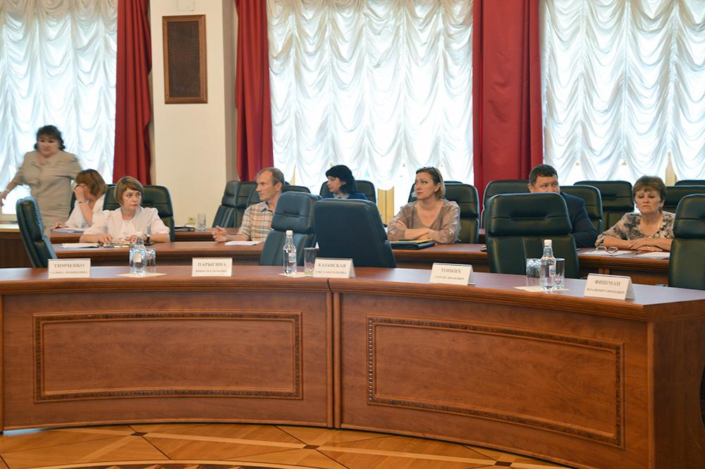Оппозиция покинула Заксобрание ЕАО из-за отказа перенести обсуждение пенсионной реформы в начало повестки дня; заседание прекращено из-за отсутствия кворума