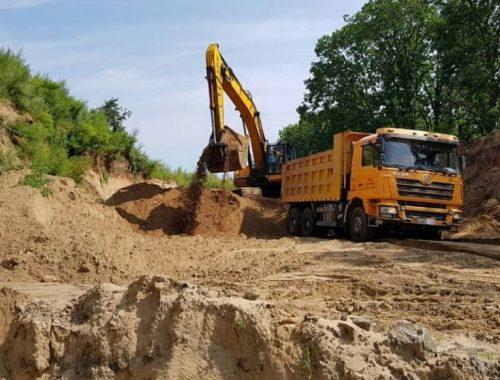 Замглавы администрации Смидовичского городского поселения раздал подчинённым 16 тонн казенного песка