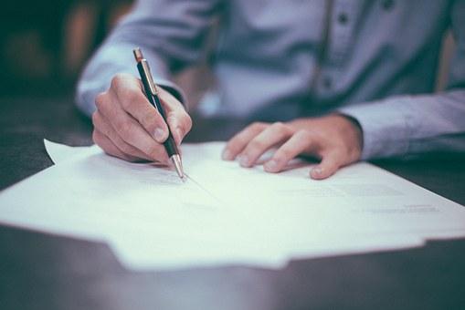 Переложить «бумажную» нагрузку с учителей на чиновников предложили в Госдуме