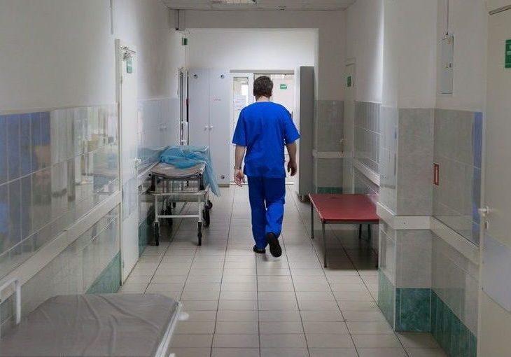 Российским больницам запретили приобретать подгузники и бинты за границей