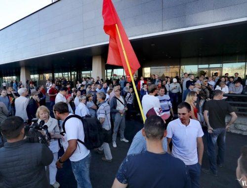 Свыше двух тысяч жителей Владивостока вышли на стихийный митинг против фальсификации результатов губернаторских выборов