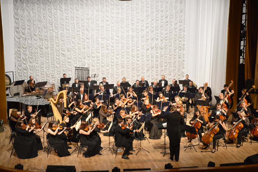 Выступлением симфонического оркестра из Хабаровска открылся очередной концертный сезон в Биробиджанской филармонии