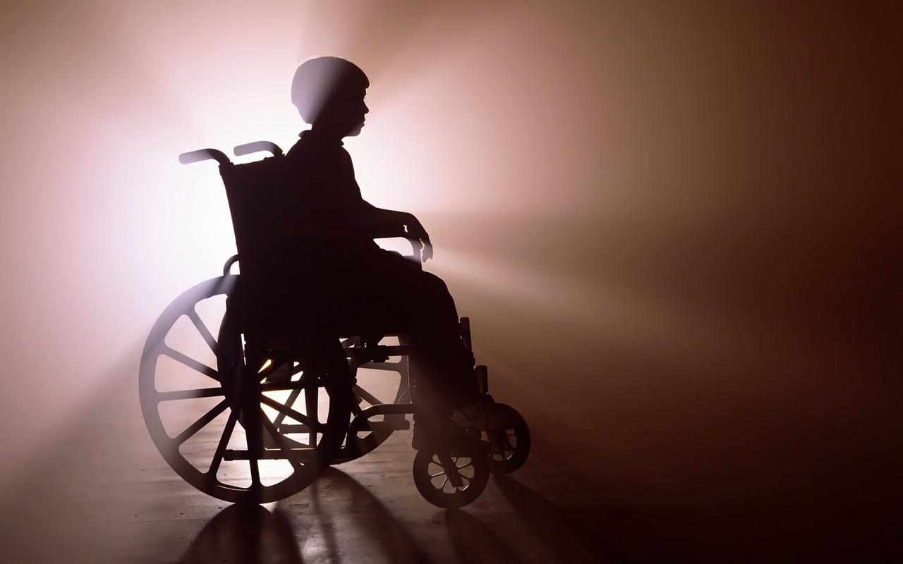 Госдума одобрила штрафы за отказ обслуживать пожилых и инвалидов
