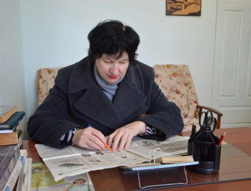 В куртках и телогрейках трудятся работники издательского дома «Биробиджан» — тепло дадут не раньше 6 ноября