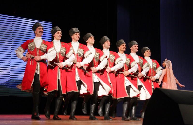 Хореографический ансамбль «Лезгинка» из Дагестана выступил на сцене биробиджанского ДК