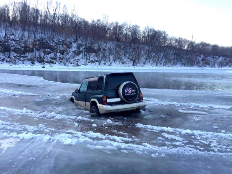 МЧС предупреждает: выходить на лёд опасно