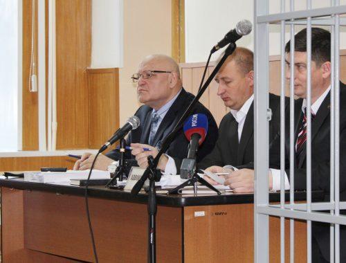 Подсудимый экс-губернатор Винников предстал в роли унтер-офицерской вдовы?