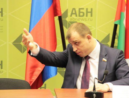Лишать родительских прав россиян предложил депутат Госдумы за участие их детей в несанкционированных митингах