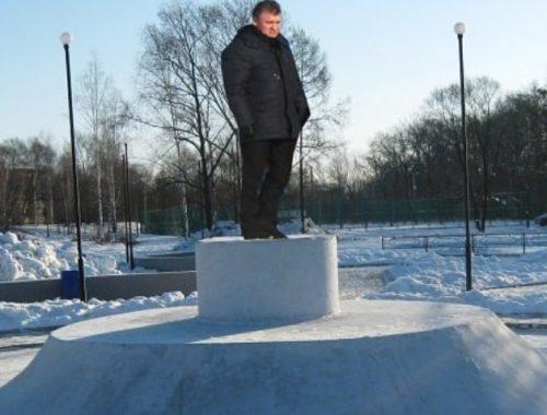«Теперь его никто не посадит, он же памятник»: горожане активно обсуждают в инстаграме фотожабу на мэра