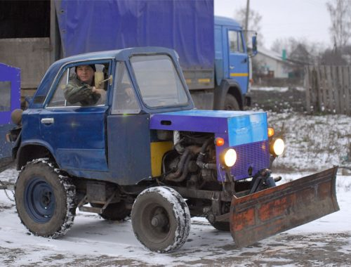 Два грейдера и восемь тракторов выйдут на расчистку снега в Биробиджане