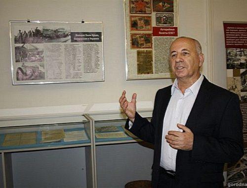 Валерий Гуревич получил удостоверение Почётного гражданина ЕАО
