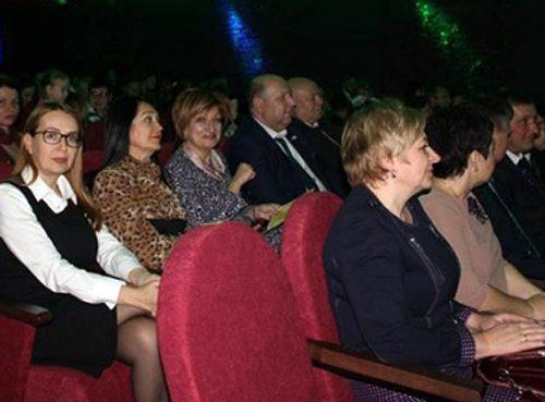 «Юные зрители» в кукольном театре: «Единой России» не удалось попиариться на ремонте «Кудесника»
