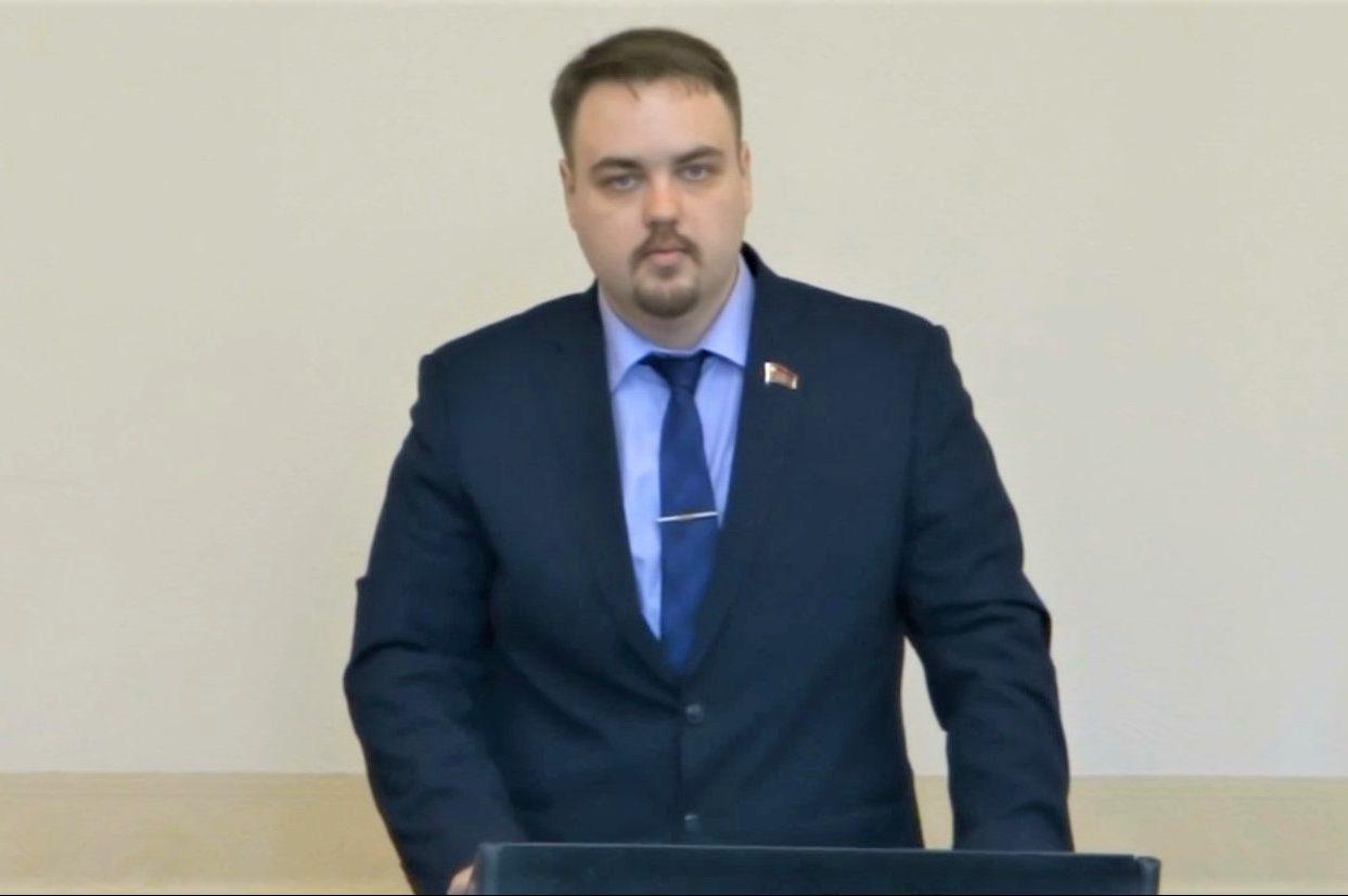 Владимир Сахаровский в гордуме: в условиях кризиса чиновники должны быть скромнее
