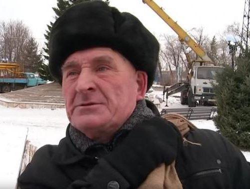 Дед и ёлочка: знаменитый пенсионер из Бийска рассказал, как выжить на 10 тысяч рублей (ВИДЕО)