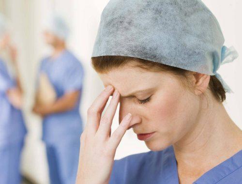 За 9 месяцев в России уволили 35% младшего медперсонала и 10% научных сотрудников