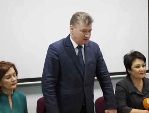 Спецоперация закончена: мэр города лично пришёл в гимназию №1, чтобы представить нового директора