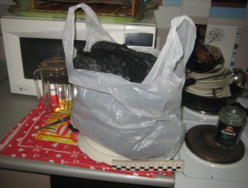 Биробиджанец «впрок запасся» марихуаной, но его сдала супруга