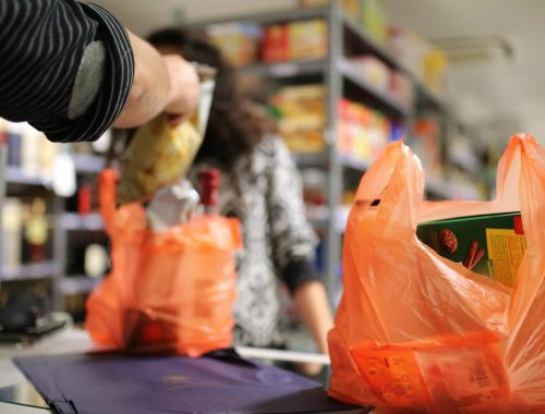 Молодой биробиджанец похитил в магазине пакет с продуктами