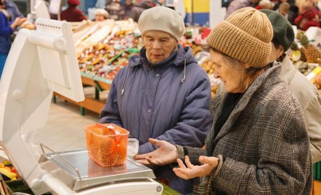 Еду и промтовары в российских магазинах начнут продавать в долг