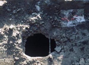 Жильцы разрушающегося дома в с. Ленинское боятся, что их дети могут провалиться в дыру в полу подъезда