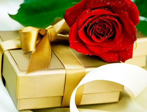 Россияне в среднем потратили на подарки к 8 марта 2,8 тысяч рублей