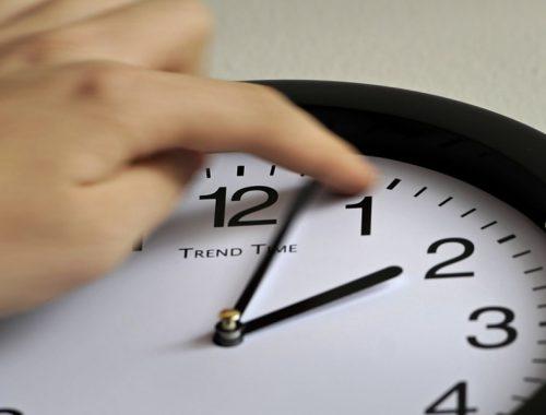 В Госдуму внесли законопроект о возврате сезонных переводов времени