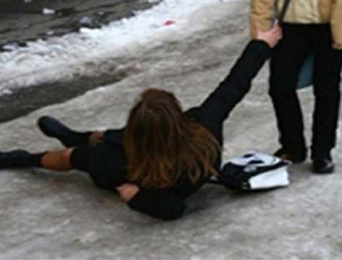 300 тысяч рублей заплатит мэрия местной жительнице, сломавшей ногу на обледенелой дороге