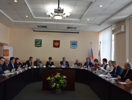 «Чёртова дюжина» депутатов гордумы избрала Александра Головатого мэром 70-тысячного Биробиджана