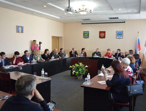 «Один зачитал пространную декларацию, второй нёс ахинею»: соискатели кресла мэра Биробиджана предстали перед конкурсной комиссией