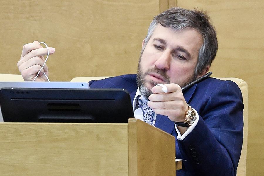 В пятерку депутатов Госдумы с самым большим доходом вошли только единороссы