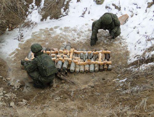 Сотни патронов и снарядов утилизировали сотрудники ФСБ и военные в п. Бира