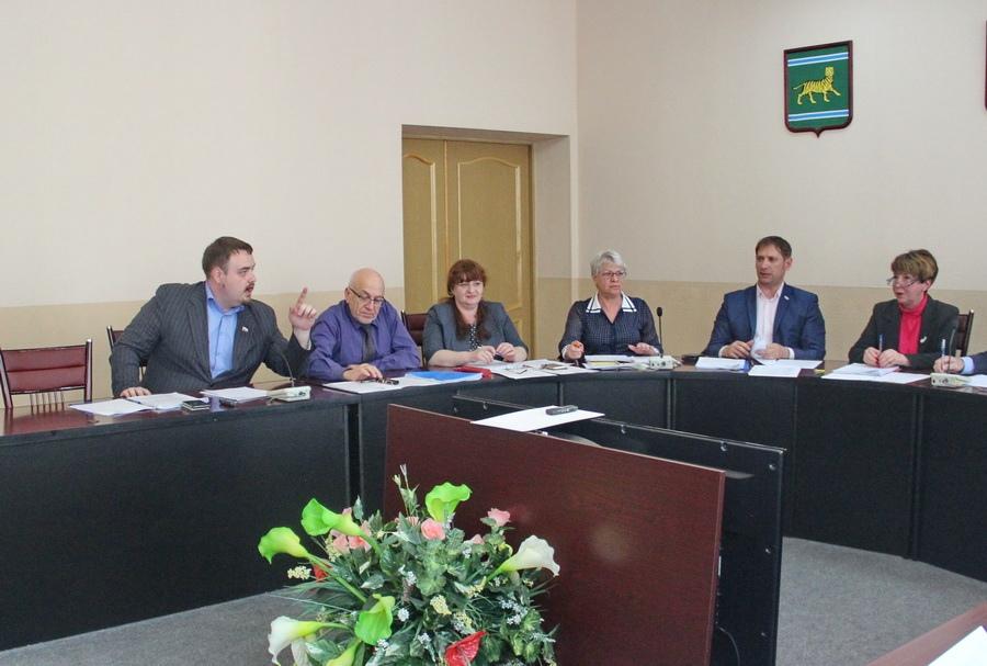 «Коллеги, вам заняться нечем?»: депутат-коммунист раскритиковал «судилище» в городской Думе