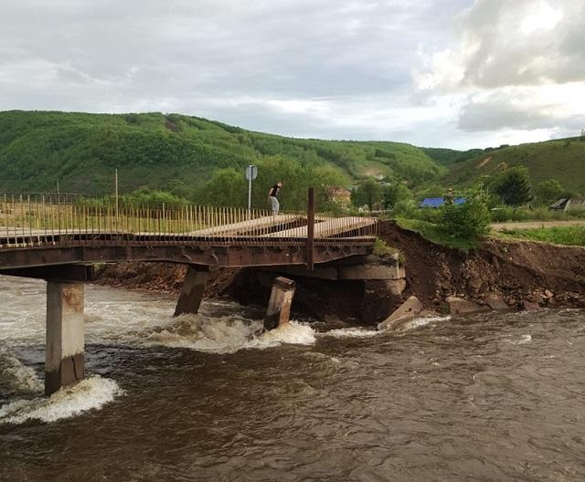 Администрация Облучья два месяца не может отремонтировать аварийные мосты через Хинган