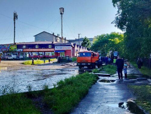 26 домов и 3 соцобъекта остались без воды из-за крупной аварии на водопроводе около школы №5 в Биробиджане