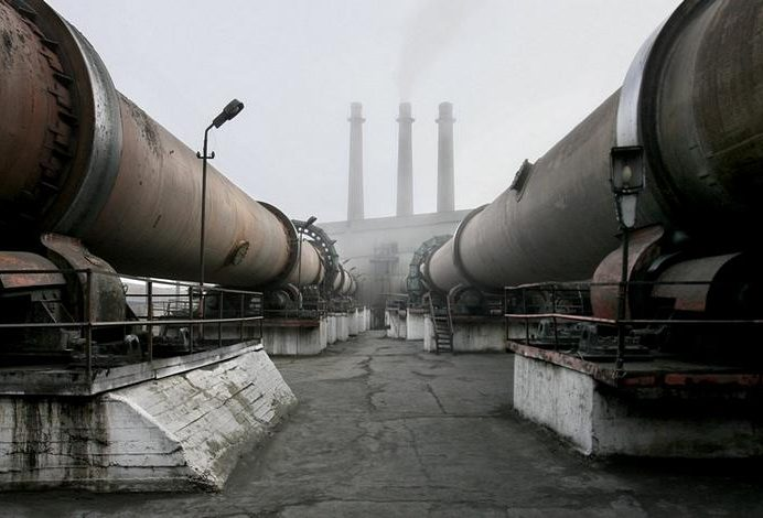 «Востокцемент» выплатил июньскую зарплату работникам Теплоозерского цемзавода