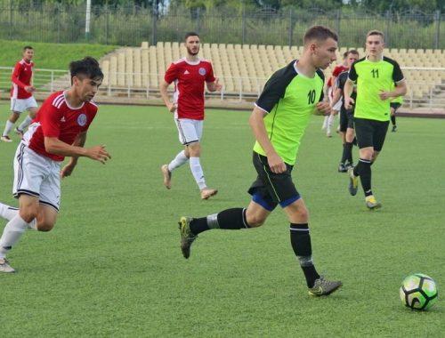 Биробиджанские футболисты одержали волевую победу на старте дальневосточного турнира