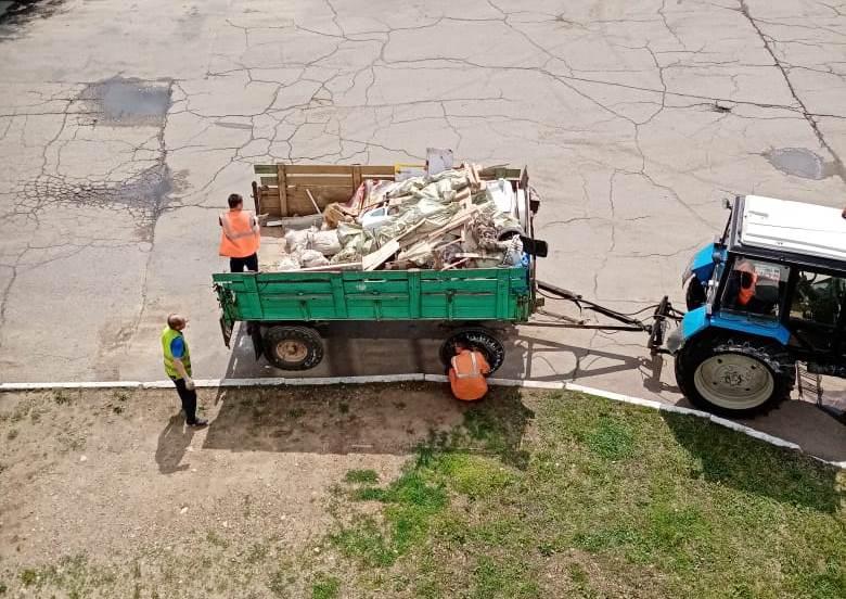 После публикации «Набата» сотрудники УК «Новострой» начали вывозить мусор из подвала дома №9 по ул. Осенней