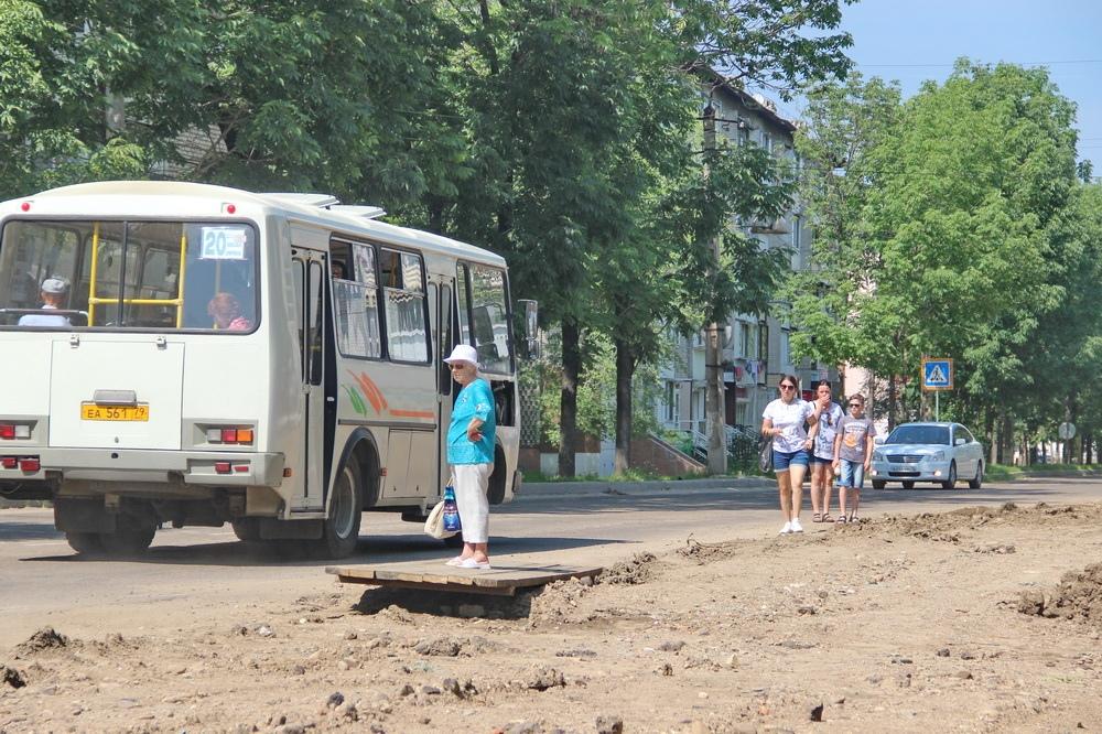 Гляди в оба: пешеходную зону биробиджанской улицы Пушкина отремонтируют к концу сентября