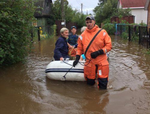 Спасатели вывезли дачников с затопленного дачного участка в Смидовичском районе