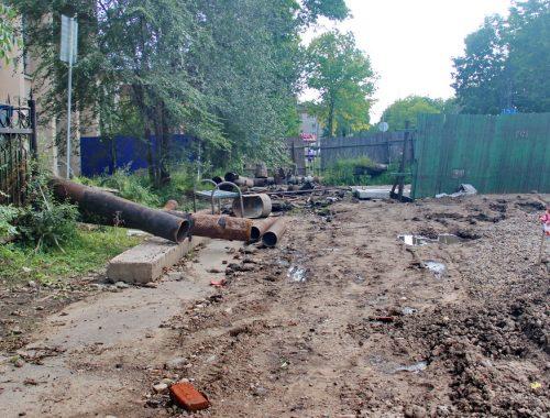 На выборы по бездорожью: ремонтники не спешат ликвидировать опасный участок в центре Биробиджана