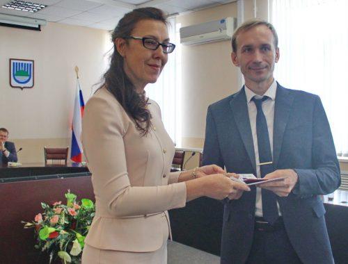 Избранным депутатам городской Думы Биробиджана вручили мандаты — первое заседание будет открывать Ольга Зинковская