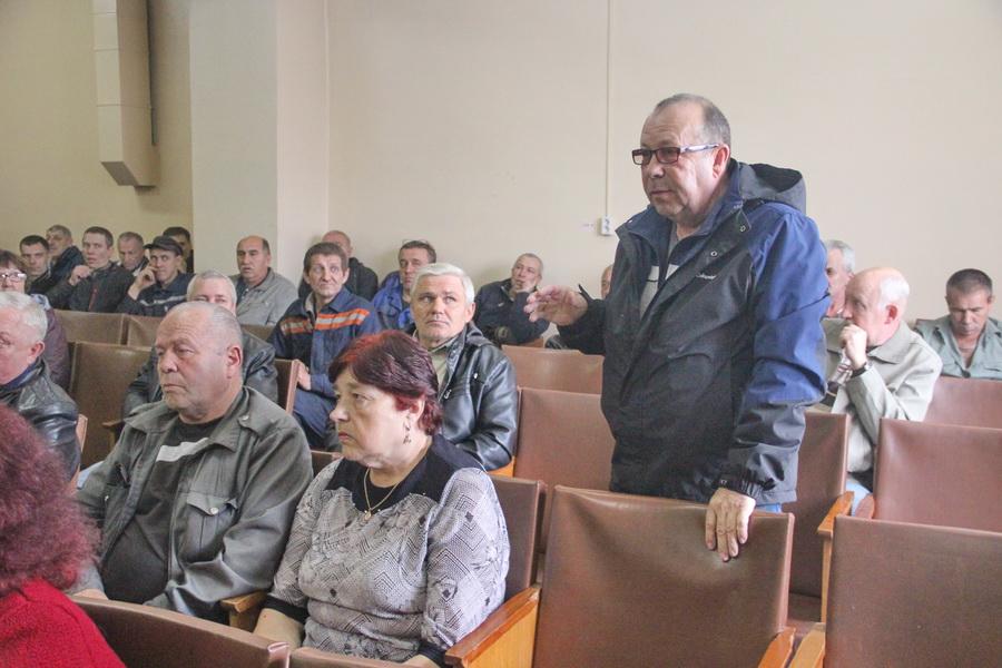 «Головатый, уходи!»: на собрании работников пассажирского предприятия озвучено требование отставки мэра Биробиджана