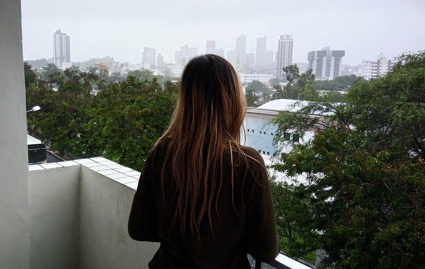 Новые правила не запрещают курить на балконах — МЧС