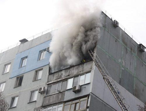 В МЧС рассказали о наказаниях за курение на балконах