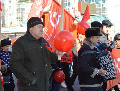На праздничное шествие и митинг в честь годовщины Великого Октября призывают биробиджанцев местные коммунисты