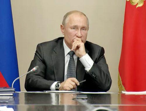 Путин удивился зарплате Героя Труда России