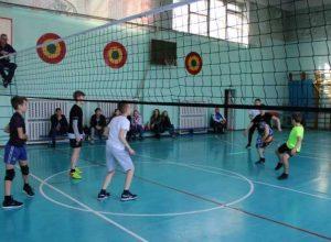 В Биробиджане проходит турнир по волейболу, посвященный памяти известного учителя физкультуры